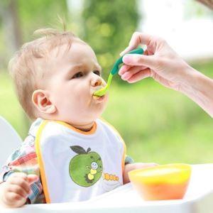 Развитие ребенка: от рождения до 6 месяцев, что умеет малыш в полгода