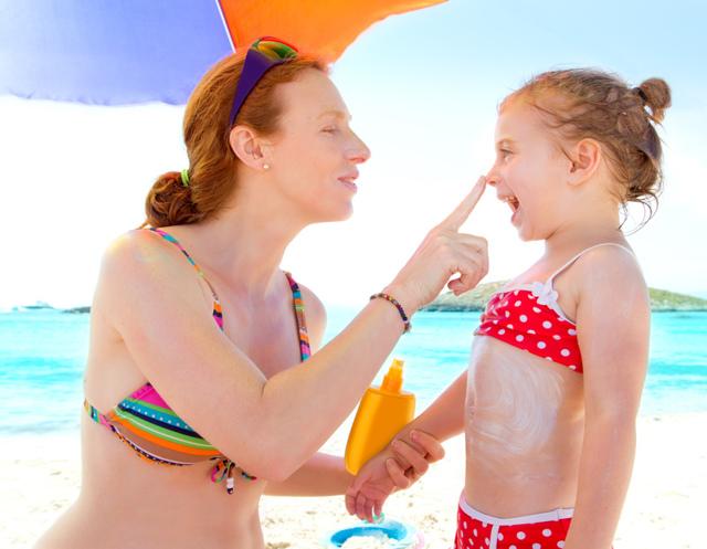 Ребенок обгорел на солнце: что делать в домашних условиях, чем помазать