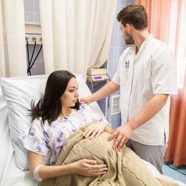 Самостоятельные роды вне стационара: первая помощь, тактика ведения, действия принимающего, возможные последствия