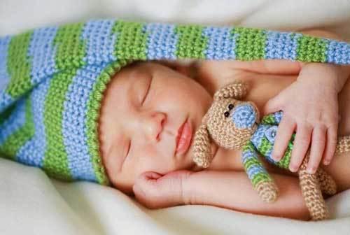 Сколько времени спит новорожденный ребенок в течении суток