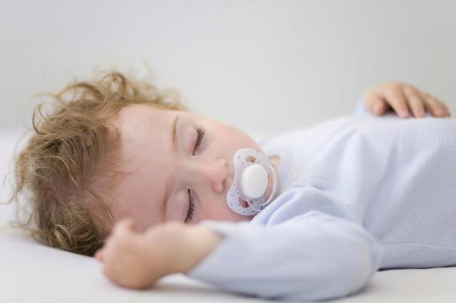 Сколько правильно должен спать новорожденный ребенок: режим сна и бодрствования