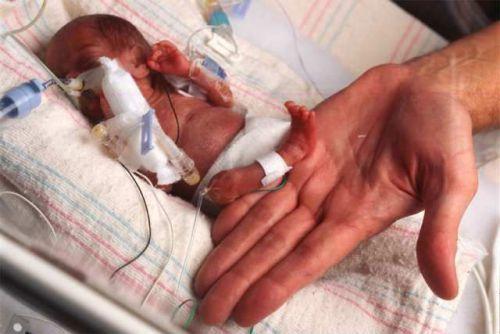 Тремор у новорожденного: почему у новорожденных дрожит подбородок, руки и ноги