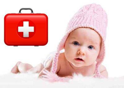 Уход за новорожденным: что должно быть в аптечке, одежда, правила питания и купания