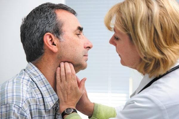 Увеличение лимфоузлов под мышками у мужчин и женщин: что делать?