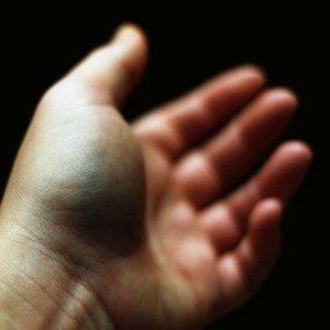 Вывих пальца на руке: типы повреждений, характерные симптомы, методы лечения, период реабилитации