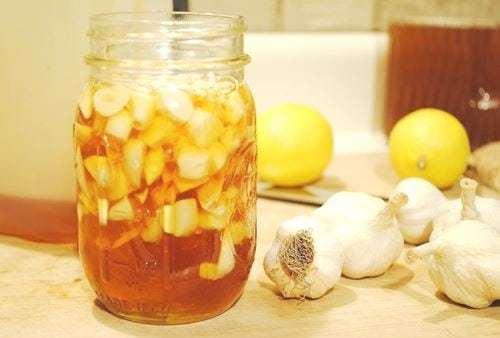 Лечение лимоном и чесноком остеохондроза: состав, полезные свойства, рецепты настройки