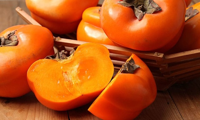 Хурма при грудном вскармливании: состав и польза, 7 основных противопоказаний