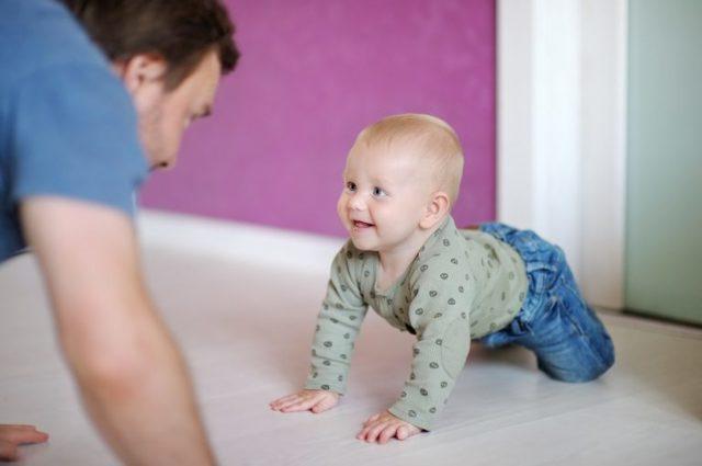 Как научить ребенка ползать: обзор 13 способов, важные правила, советы врача, видео
