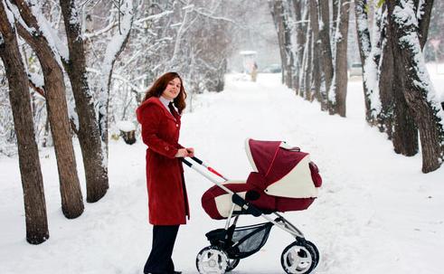 Когда можно начинать гулять с новорожденным после роддома зимой и как одевать ребенка?