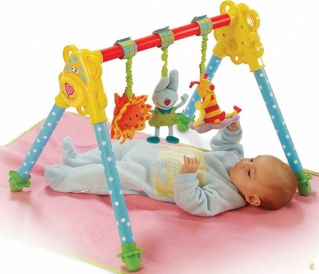 Когда новорожденный ребенок начинает видеть и слышать и как вовремя определить нарушение?
