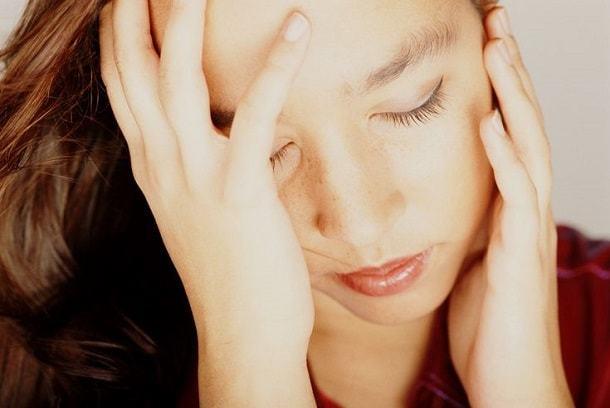 Мигрень перед месячными: причины появления и особенности лечения