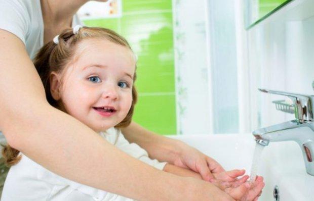 Можно ли мочить манту: сколько дней нельзя, что делать, если ребёнок намочил в первый день?