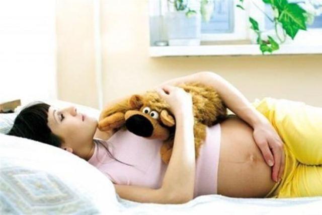 Почему при беременности появляются коричневые выделения разных оттенков