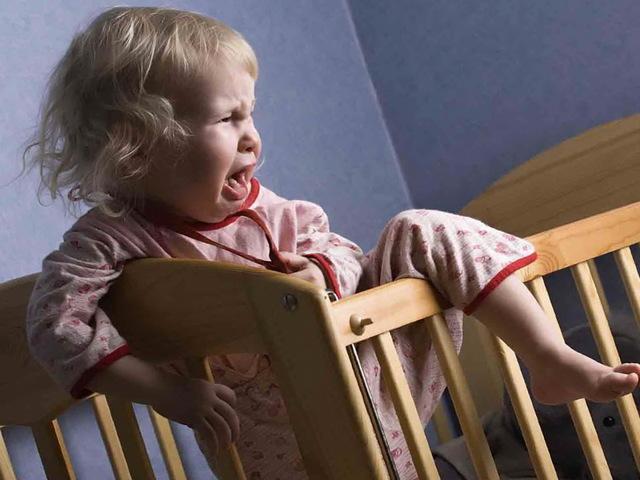 Почему ребенок плачет во сне: 10 факторов и 8 способов устранения проблемы