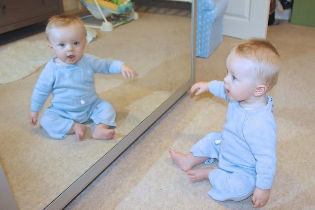 Развитие ребенка в 7 месяцев: вес, рост, питание, нормы и отклонения, умения и навыки